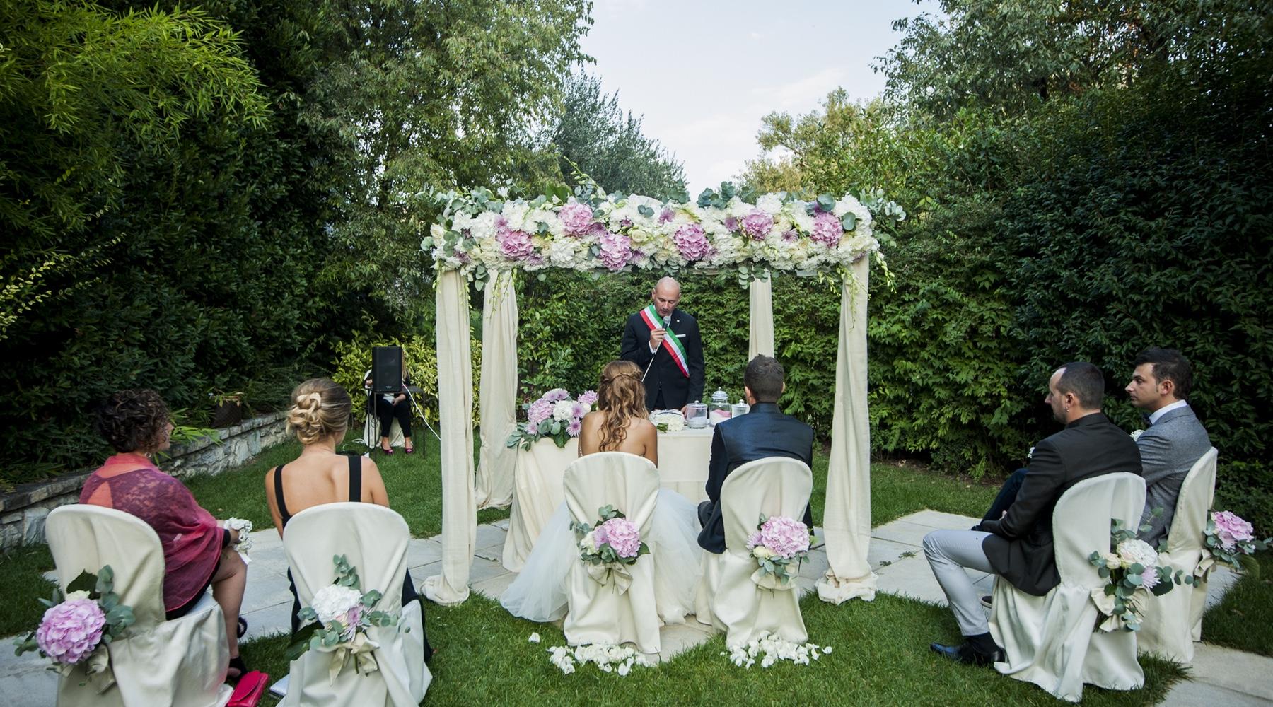 Auguri Matrimonio Rito Civile : Matrimonio con rito civile tutti i consigli per gestire
